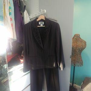 Milli Hamilton suit size 8 in EUC